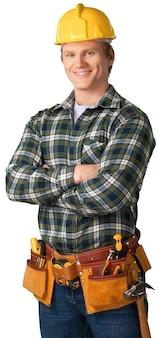 Trabajador de sexo masculino con cinturón de herramientas aislado sobre fondo blanco.