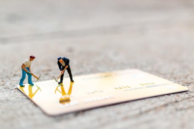 Trabajador esta trabajando en tarjeta de credito