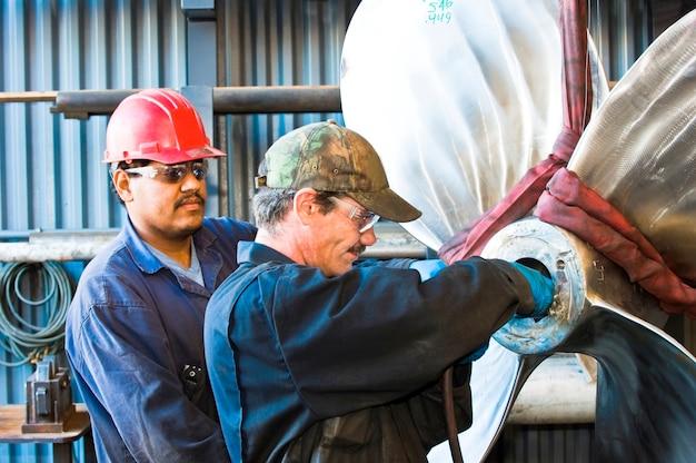 Trabajadores de astilleros