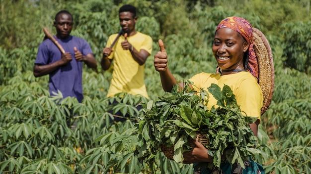 Trabajadores de campo en el campo.