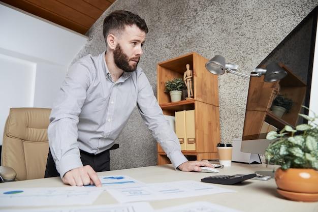 Trabajando en informe financiero