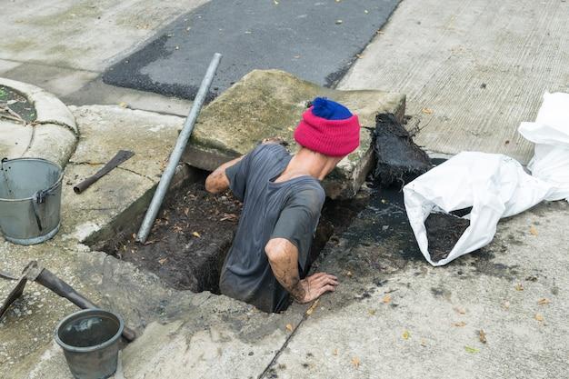 Trabajando para la limpieza de drenaje