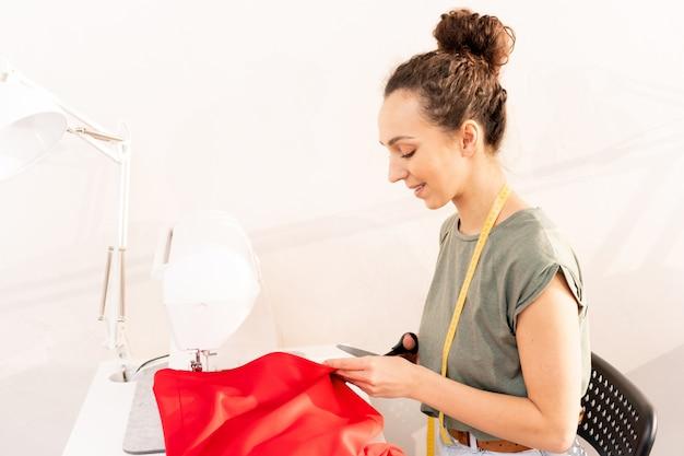 Trabajando con textil rojo