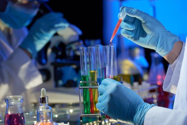 Trabajo en equipo en dim modern lab