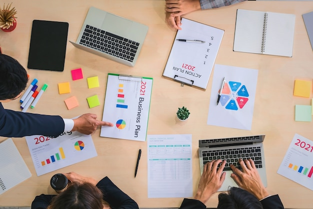 Trabajo en equipo mujer de negocios concepto contable financiero en office