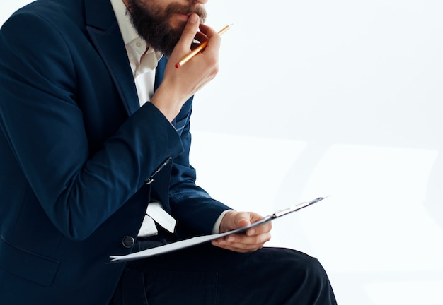 Trabajo de oficina profesional de hombre de negocios