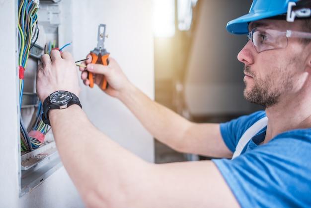 Auxiliar de Electricista de Instalaciones Básicas Residenciales