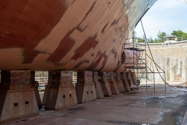Trabajos de reparación de buques en dique seco