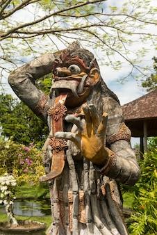 Tradicional estatua de dios balinés