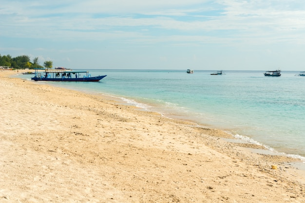 Tradicional, indonesio, pescador, barco