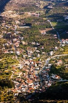 Tradicional pueblo de montaña mediterránea