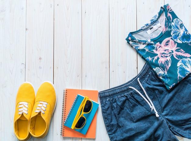 Trajes casuales de los hombres de viajero, vacaciones de verano