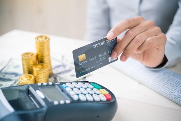 Transacción de pago con teléfono inteligente