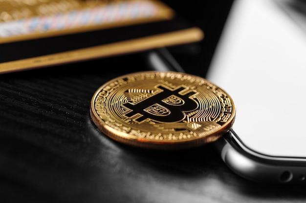La transferencia del dólar de la cartera a bitcoin en el teléfono inteligente. blockchain.