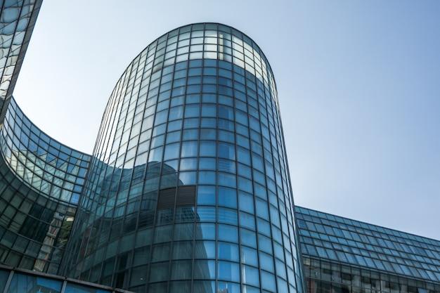 Transformación parcial de edificios comerciales modernos.