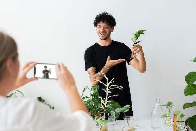 Transmisión en vivo de pequeñas empresas para taller de plantas