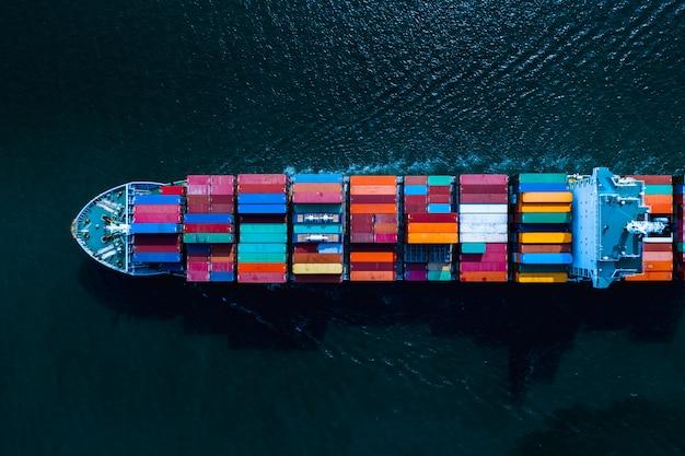 Transporte de contenedores de carga de transporte servicios comerciales vista aérea internacional