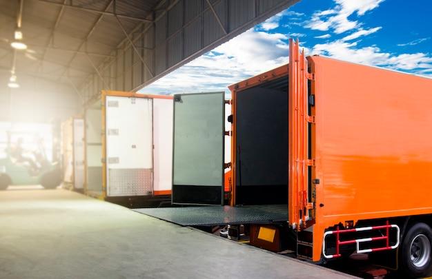 Transporte de mercancías y almacén logístico.