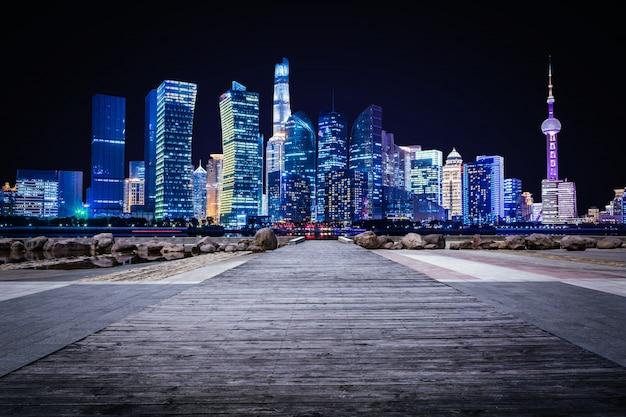 Transporte de negocios, transporte, noche, rascacielos