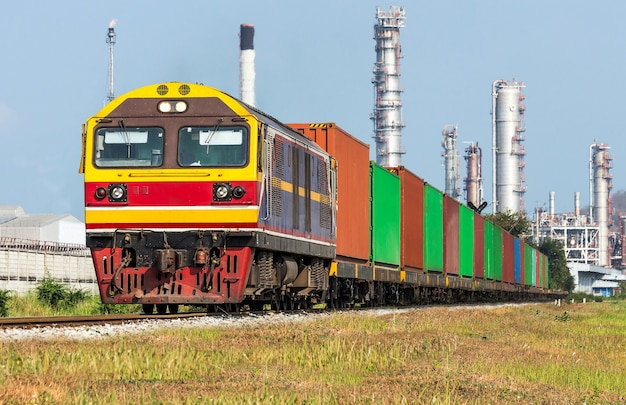 Transporte de trenes de carga.