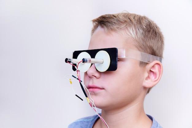 Tratamiento de enfermedades oculares. tratamiento hardware de enfermedades oftalmológicas.