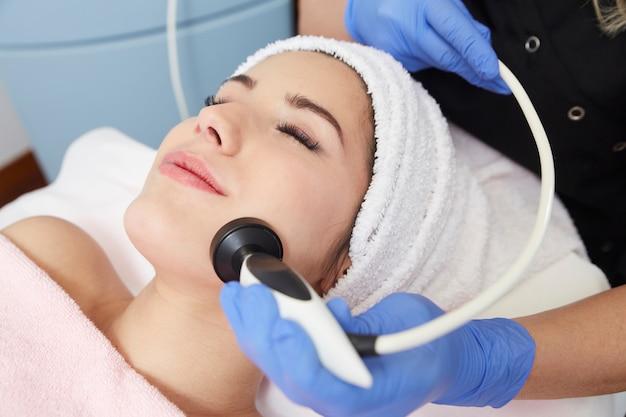Tratamiento facial de radiofrecuencia