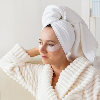 Tratamiento de spa en casa para el concepto de ojeras