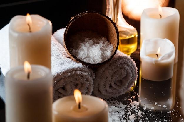 Tratamiento de spa sobre superficie oscura