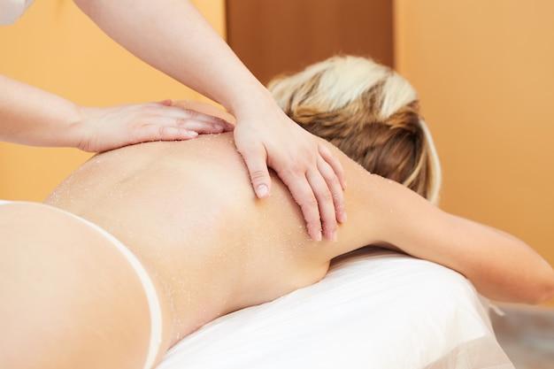 Tratamientos de exfoliación corporal