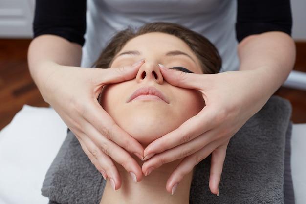 Tratamientos faciales en club de bienestar