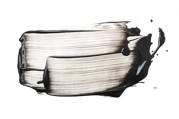 Trazo de mascarilla de arcilla o carbón sobre fondo blanco