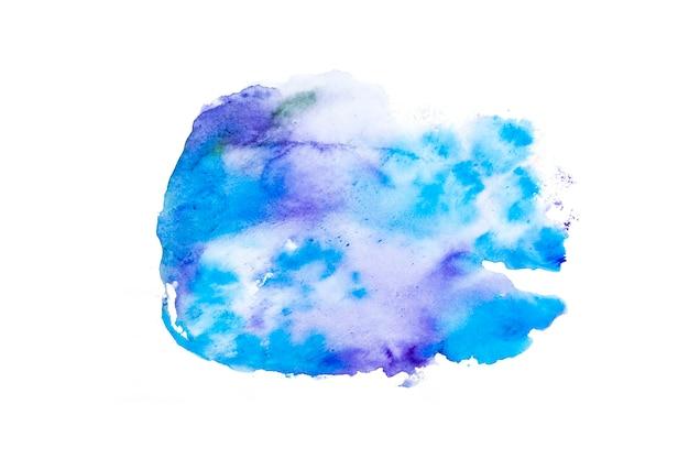 Trazo de pincel acuarela azul y púrpura sobre papel blanco