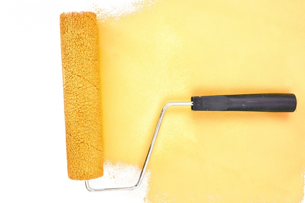 Trazo de pincel amarillo horizontal