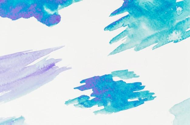 Trazo de pincel azul aislado sobre fondo blanco
