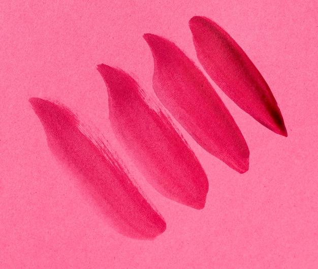 Trazo de pincel rosa sobre fondo rosa
