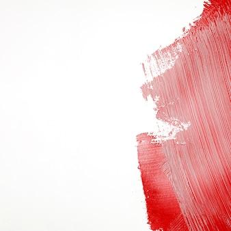 Trazo de pintura roja en la pared