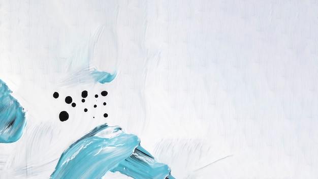 Trazos azules y blancos sobre lienzo.