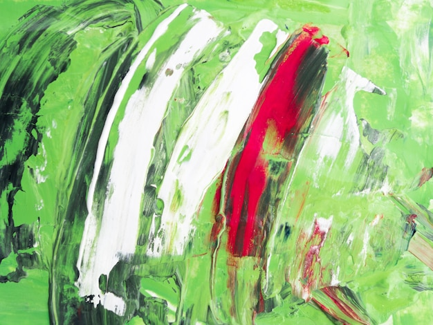 Trazos blancos y rojos sobre fondo verde