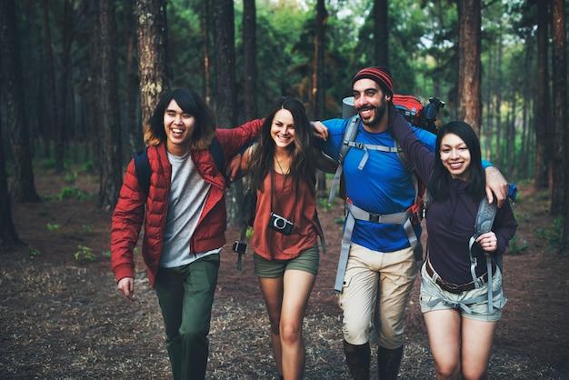 Trek camping amistad aventura mochila concept