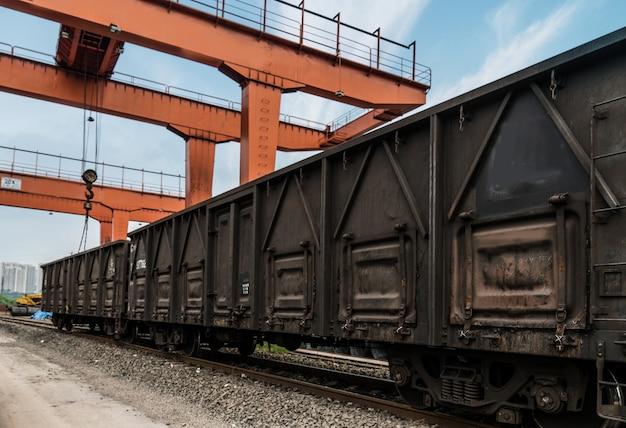 El tren se detiene en el centro logístico