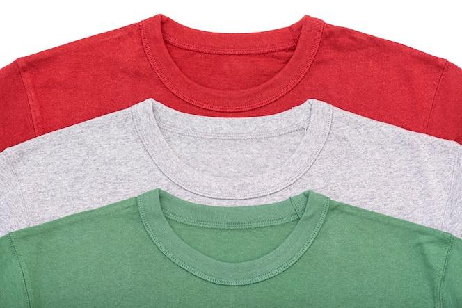 tres camisetas de color, rojo, gris, camiseta verde, diseño, vista superior