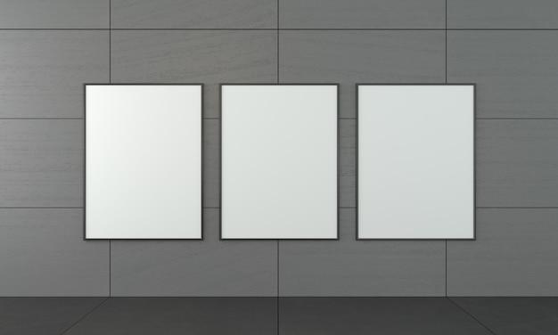 Tres cuadros vacíos en el marco.