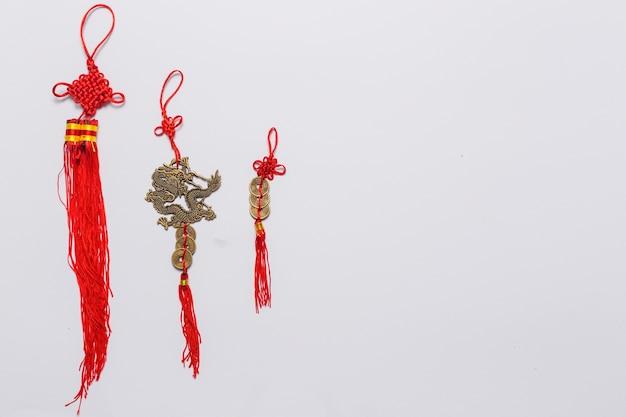 Tres decoraciones chinas en blanco