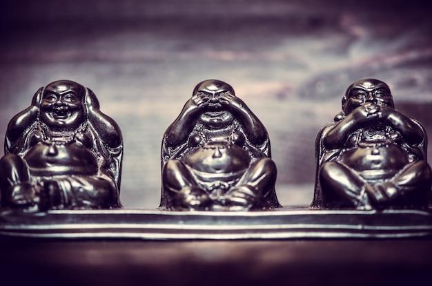 Tres figuras de la filosofía de buddah.