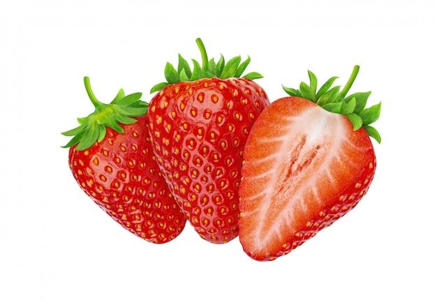 Tres fresas aisladas sobre fondo blanco con trazado de recorte
