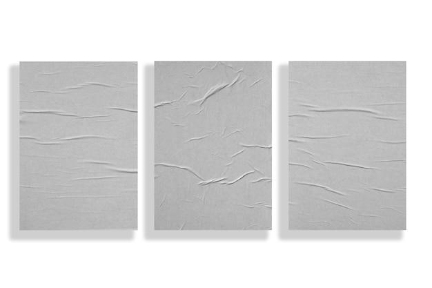 Tres hojas de papel arrugadas aisladas en blanco