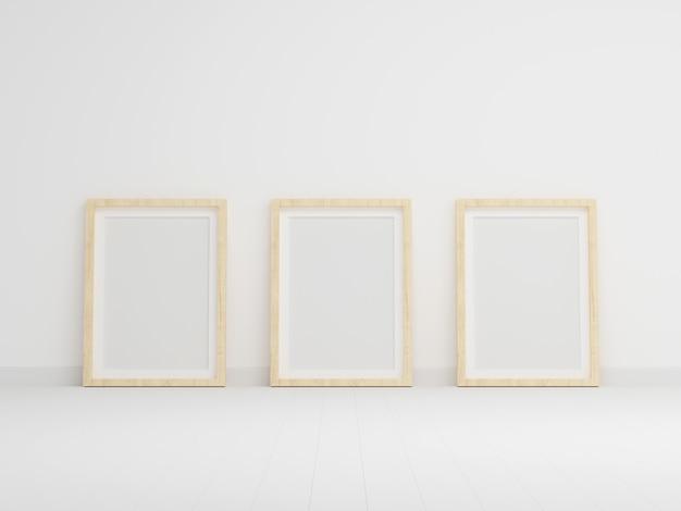 Tres marco de fotos vacío para maqueta en sala blanca vacía