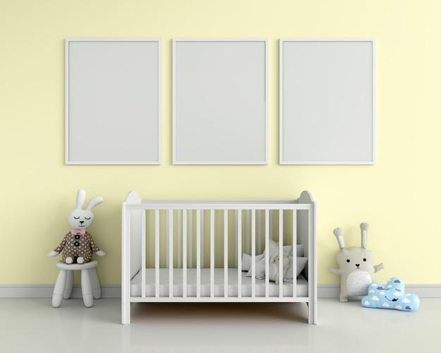 Tres marcos de fotos en blanco para maqueta en pared amarilla
