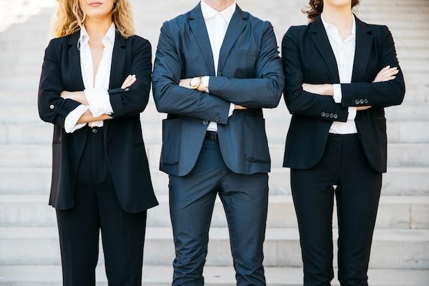 Tres personas de negocios