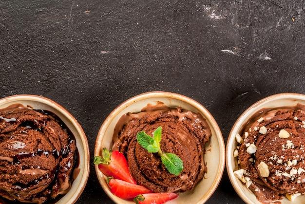 Tres tipos de helado de chocolate.